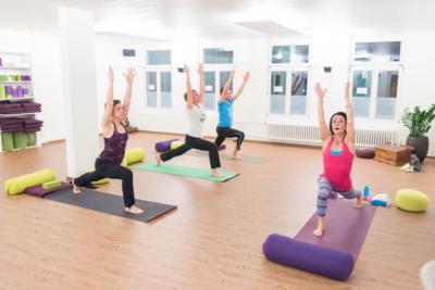 Gruppenlektion bei Fühl Dein Yoga in Olten